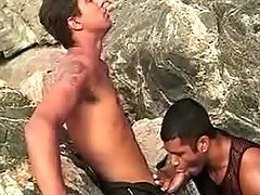 Latin gays in oral-service threeway outdoor