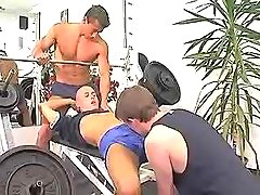 Teeny muscle homosexuals suck cocks in gym