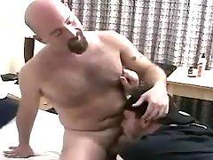 Horny mature stud sucks bear man-lover