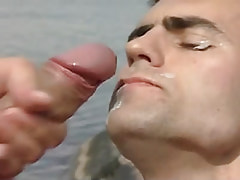 Gay gains hot facial in nature