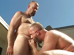 Mature twink sucks his bear boyfriend outdoor