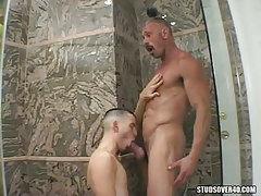 Sunny twink serves silver dad in rubber bulb