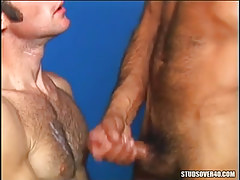Bear gentleman cums on hairy gay