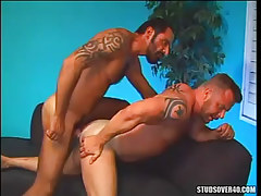 Bear gentleman fucks muscle dilf in doggy style