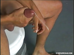 Latin grown faggot cums after handjob