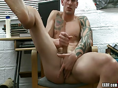 Lusty guy plays with wang and fingering asshole