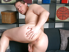 After a porn hiatus, Brad returns to stroking his 9.5